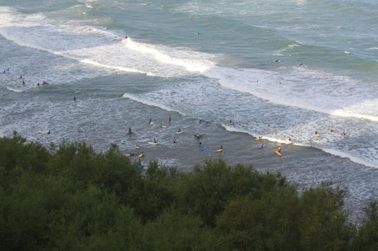 Surf en la Playa de los Vascos